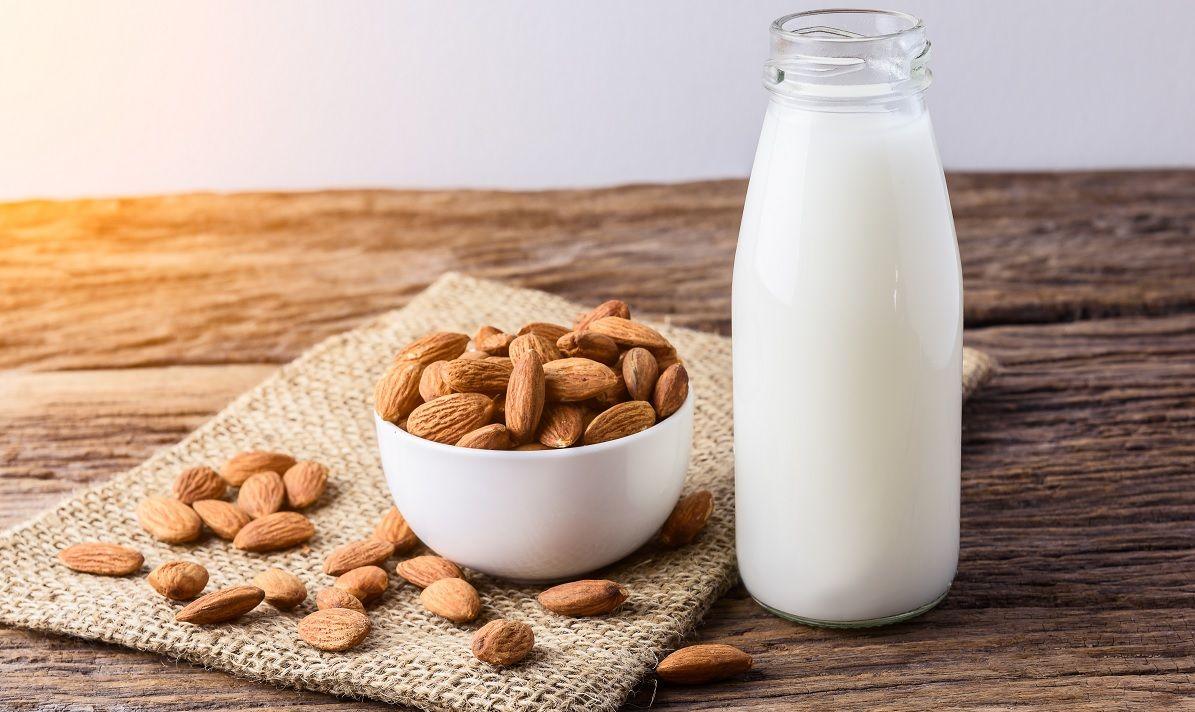 Razones para incluir la leche de almendras en tu alimentación