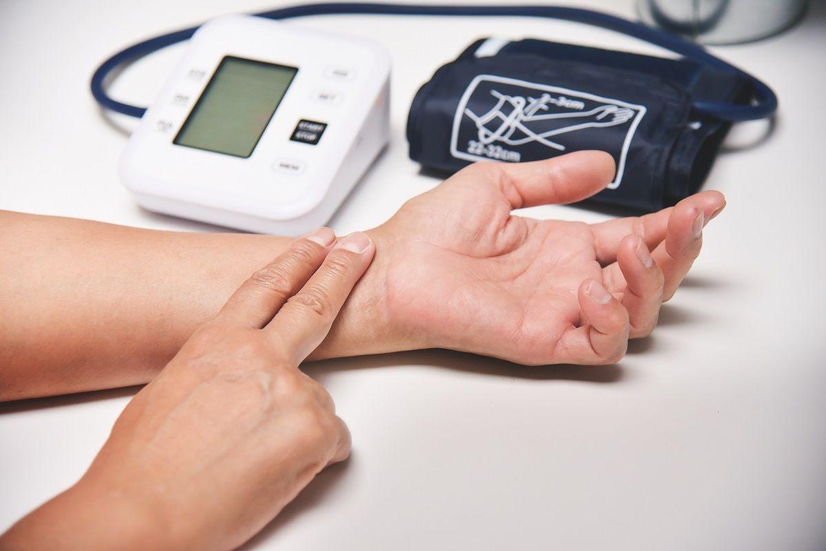 Aprende a medir tu presión arterial en 8 pasos