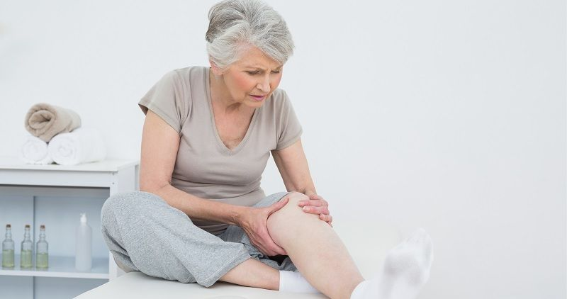 mujer adulta dolor pierna