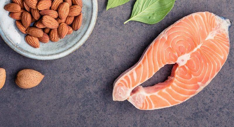 salmón y almendras