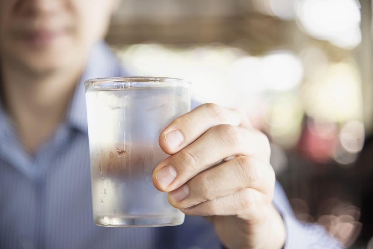 agua con las comidas