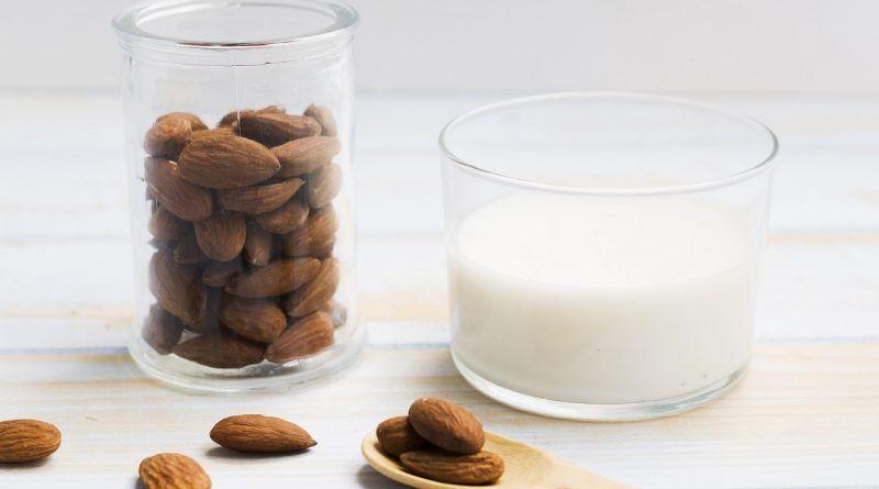 elegir leche de almendras