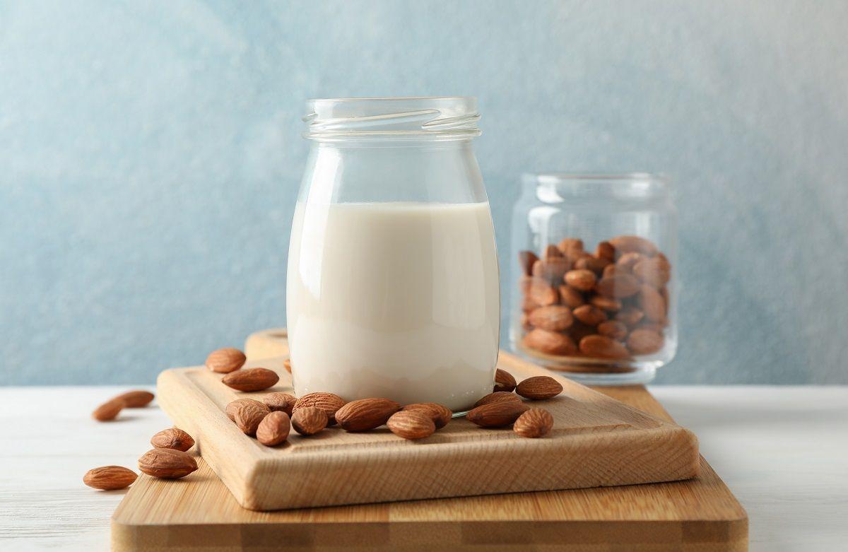 """Receta para preparar """"leche"""" de almendras en casa"""