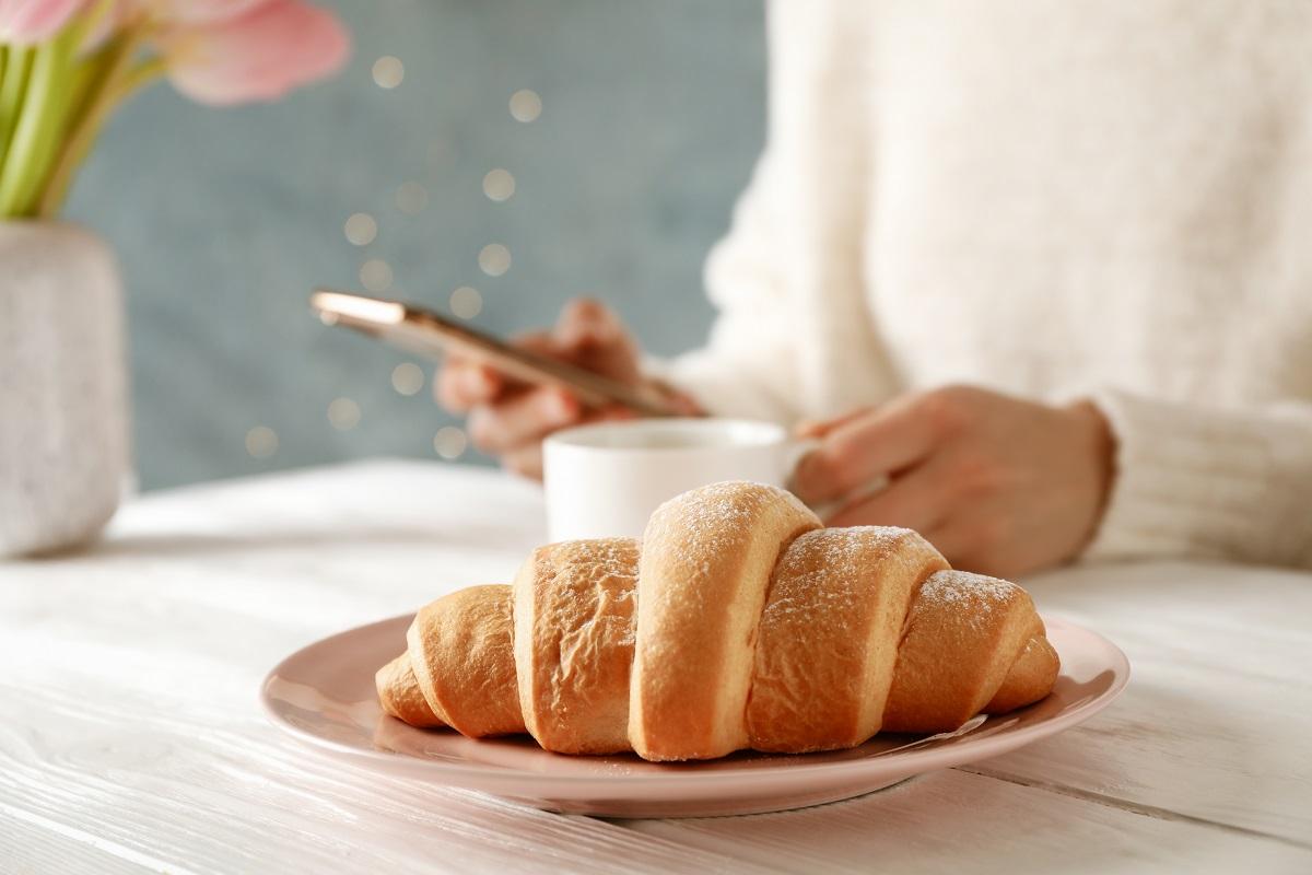 ¿Siempre sientes hambre a media tarde? Estas son las posibles razones