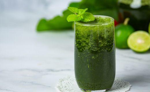 Batido verde para empezar el día con una recarga de vitaminas