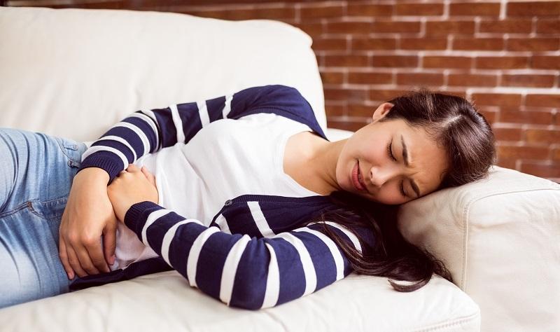 mujer con dolor menstrual