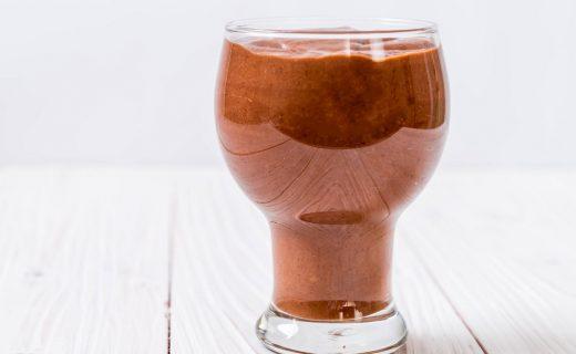 Batido con aguacate y cacao para una piel saludable